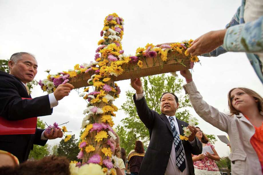 An Easter Service at Spring Valley Village in Houston. Photo: Nick De La Torre, Chronicle / © 2013 Houston Chronicle