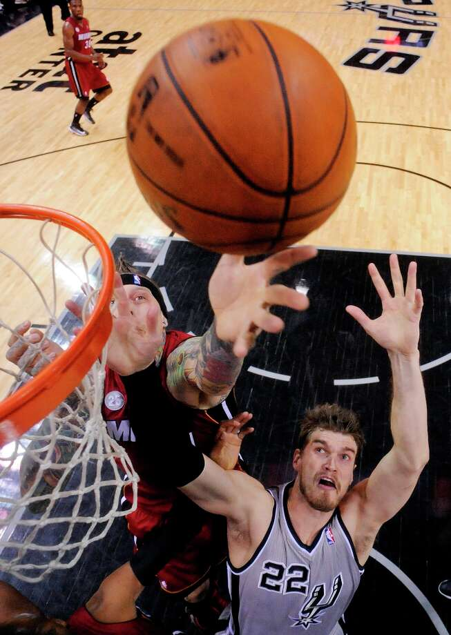 Miami Heat's Chris Andersen and Spurs' Tiago Splitter grab for a rebound during first half action Sunday, March 31, 2013 at the AT&T Center. The Heat won 88-86. Photo: Edward A. Ornelas, San Antonio Express-News / © 2013 San Antonio Express-News