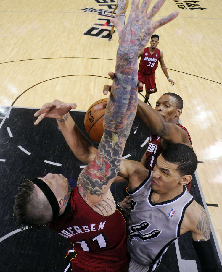 Spurs guard Danny Green is defended by Miami's Chris Andersen and Chris Bosh during Sunday's game at the AT&T Center. Photo: Edward A. Ornelas / San Antonio Express-News