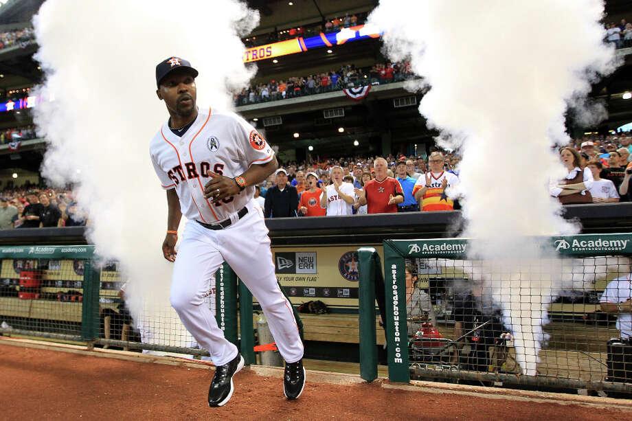 Houston Astros manager Bo Porter runs out during introductions. Photo: Karen Warren, Houston Chronicle / © 2013 Houston Chronicle