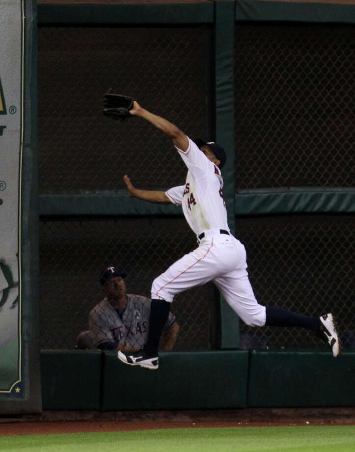 Astros center fielder Justin Maxwell makes a running catch for the out on Rangers left fielder David Murphy. Photo: Karen Warren, Houston Chronicle / © 2013 Houston Chronicle