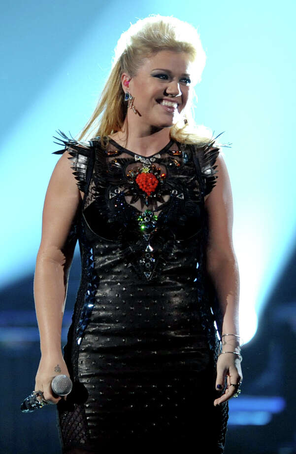 Kelly Clarkson performs a medley of her songs at the 40th Annual American Music Awards on Sunday, Nov. 18, 2012, in Los Angeles. Photo: John Shearer, John Shearer/Invision/AP / Invision