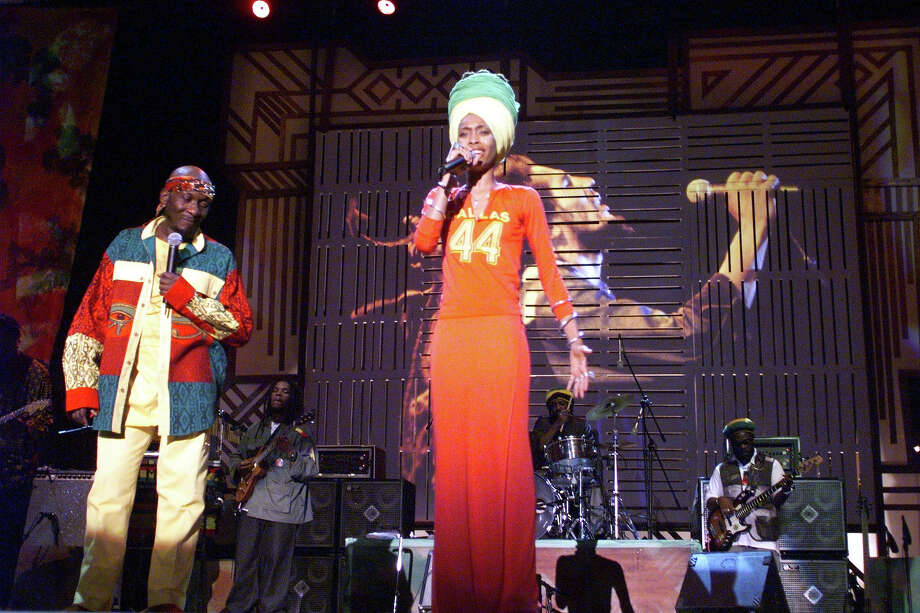 Erykah Badu & Jimmy Cliff during One Love-The Bob Marley Tribute in Oracabessa Beach, Jamaica in 1999. Photo: KMazur, WireImage / WireImage