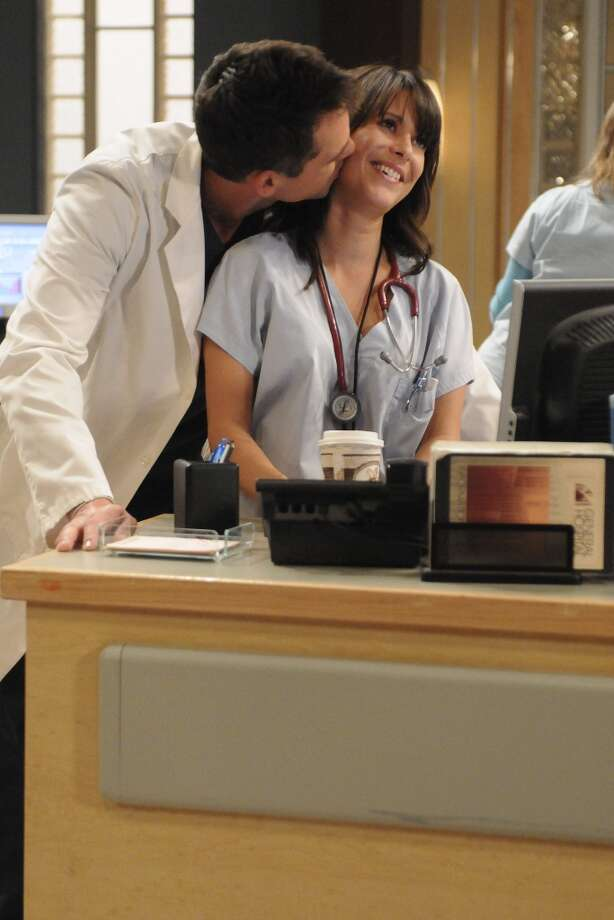 Jason Thompson (Patrick) and Kimberly McCullough (Robin) in a scene that airs the week of November 16, 2009 Photo: Michael Yarish, ABC Via Getty Images / 2009 American Broadcasting Companies, Inc.