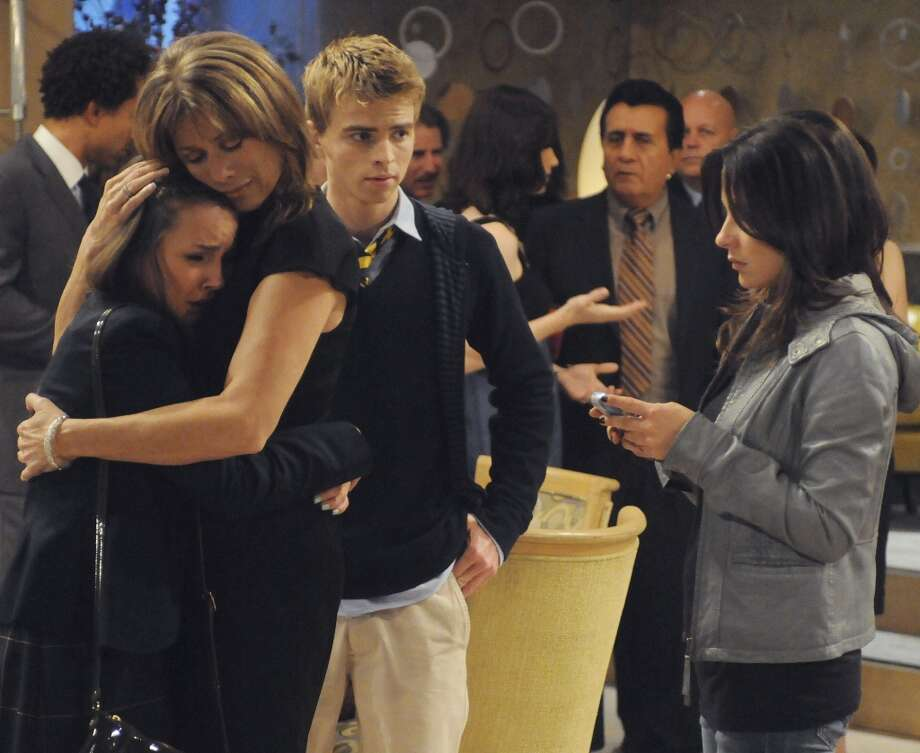 Lexi Ainsworth (Kristina), Nancy Lee Grahn (Alexis), Drew Garrett (Michael) and Kelly Monaco (Sam) in a scene that airs the week of October 26, 2009 Photo: Michael Yarish, ABC Via Getty Images / 2009 American Broadcasting Companies, Inc.