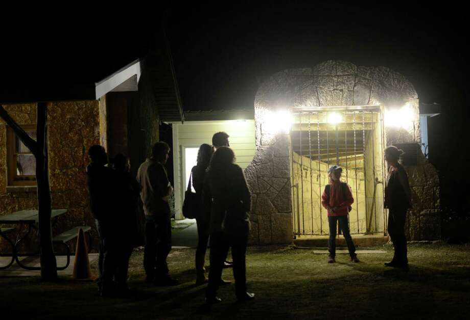 People prepare to enter the Cave Without A Name near Boerne. Photo: Billy Calzada, San Antonio Express-News / San Antonio Express-News