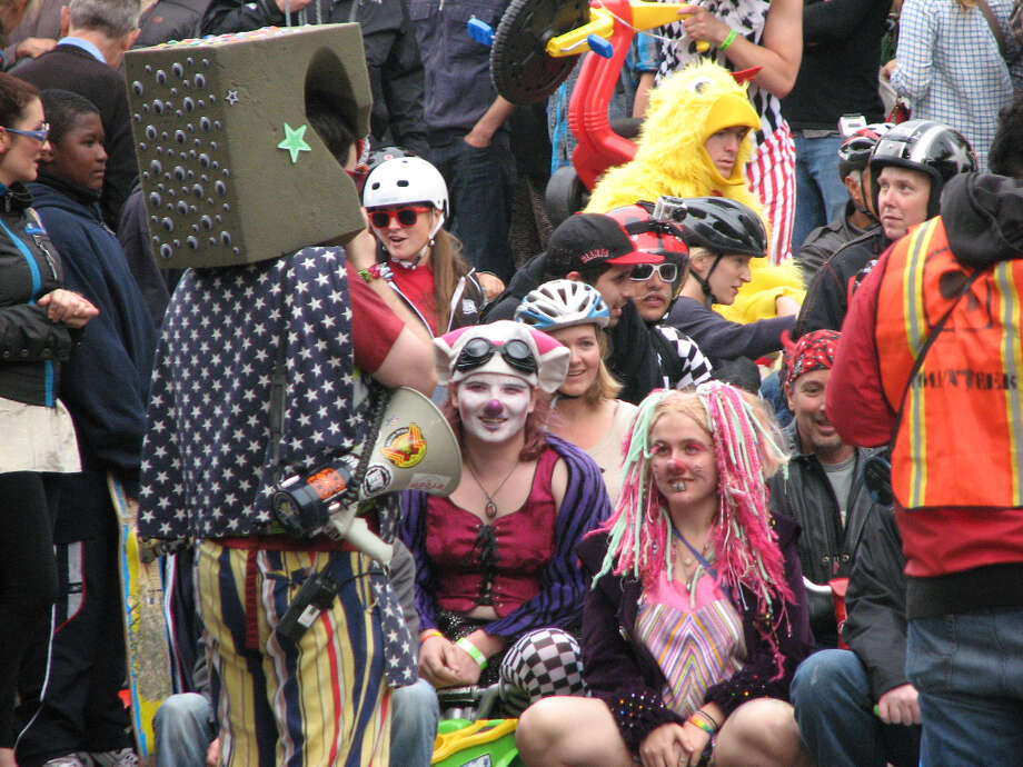 Big wheel event, Potrero Hill, Mar. 31, 2013; spectators at starting line