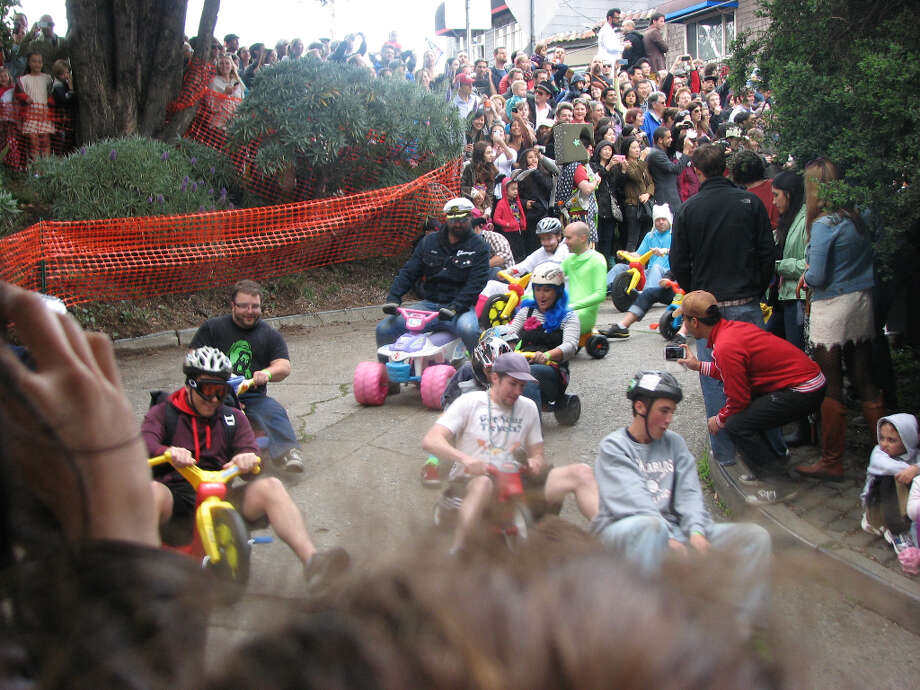 Big wheel event,  Potrero Hill, Mar. 31, 2013; crowd thins out as race goes downhill