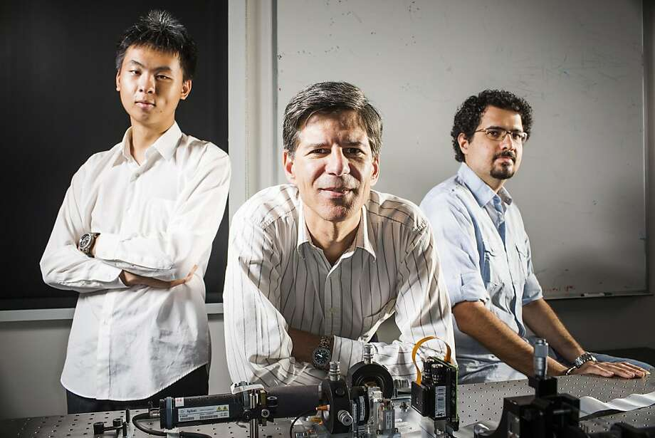 Joseph Kahn (center) of Stanford, here with graduate assistants Ruo Yu Gu (left) and Reza Nasiri Mahalati, is developing a high-resolution endoscope. Photo: Stephen Lam, Special To The Chronicle