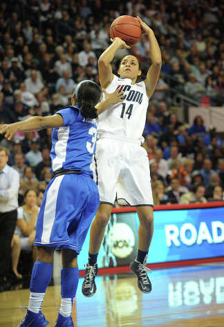 UConn's Bria Hartley shoots a jumper over Kentucky's Janee Thompson during their 83-53 victory in the elite eight round of the NCAA Women's Basketball Tournament at the Webster Bank Arena in Bridgeport, Conn. on Monday, April 1, 2013. Photo: Brian A. Pounds / Connecticut Post