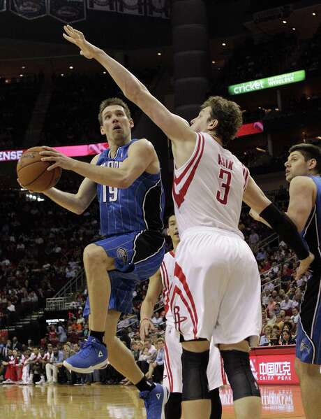 Orlando guard Beno Udrih (left) drives past Houston center Omer Asik for a layup during the first half at the Toyota Center. Asik had 22 points and 18 rebounds in the Rockets' victory. Udrih, a former Spur, will be at the AT&T Center on Wednesday to face his old team. Photo: Bob Levey / Associated Press