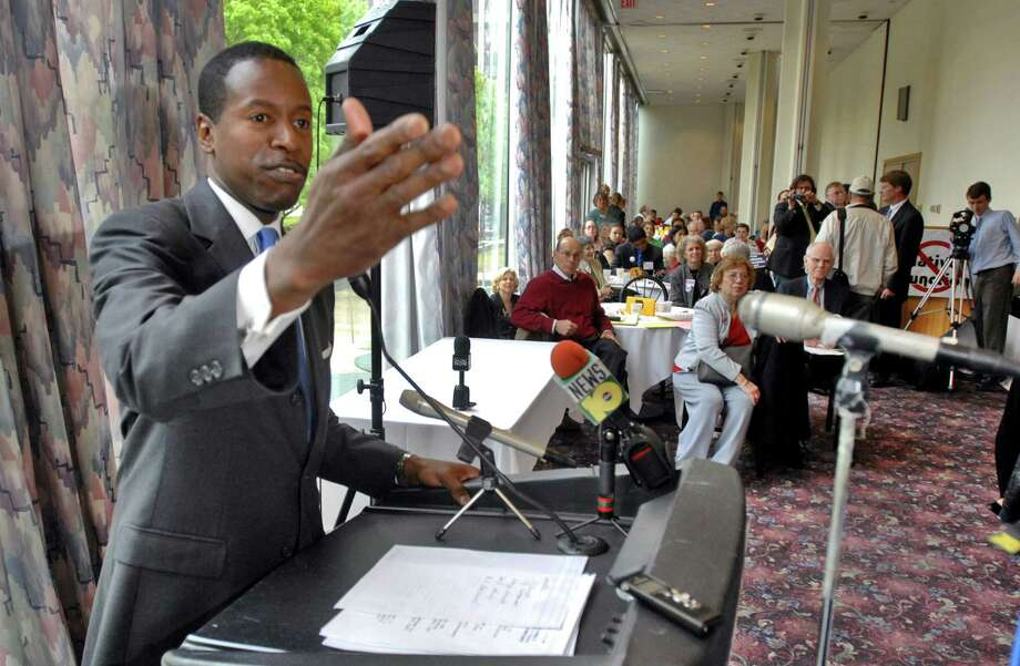 State Senate Minority Leader Malcolm Smith gives a speech  to participants in the Reform NY Day of Action 2008 during lunch at the Sign of the Tree restaurant in Albany on April 29, 2008. A rally on the Capitol steps was to follow later in the afternoon. (PHILIP KAMRASS/TIMES UNION) Photo: PHILIP KAMRASS, DG / ALBANY TIMES UNION