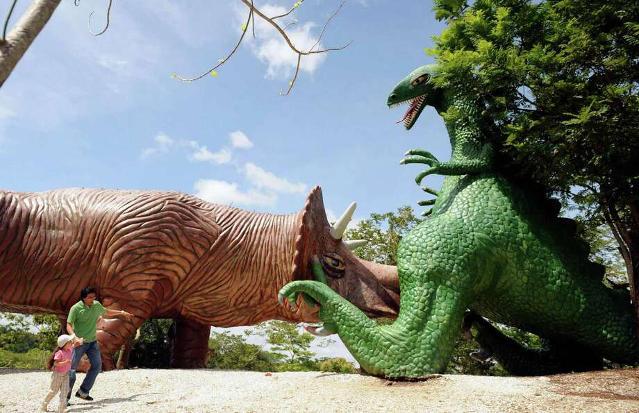 A man and his daughter visit the Jurassic Park at the Napoles ranch theme park in Puerto Triunfo, Colombia on June 21, 2009. Photo: AFP/Getty Images