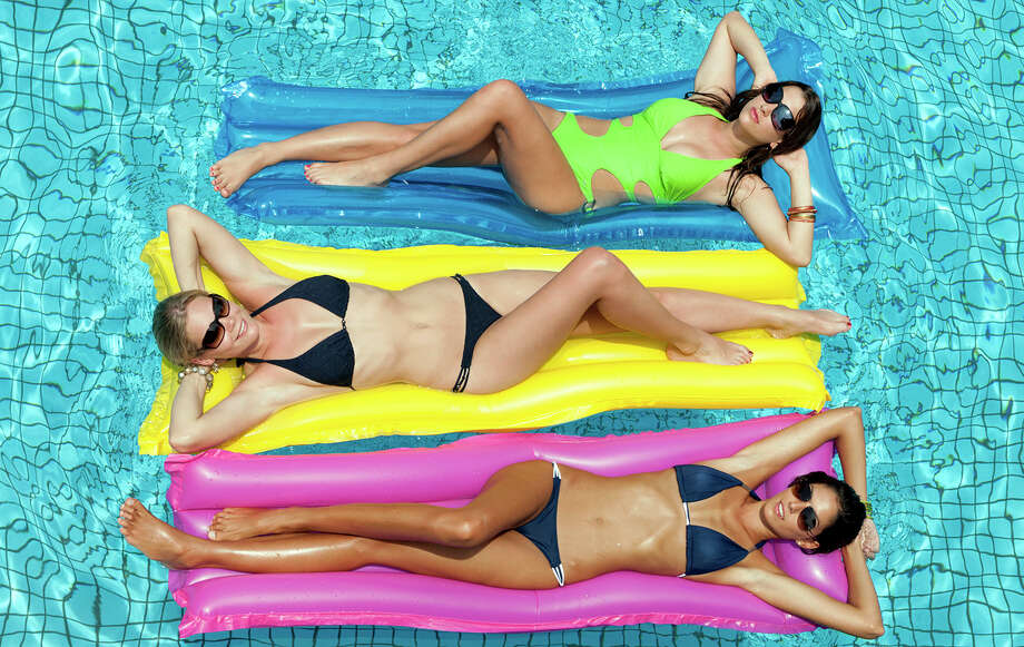 Hollywood's hotties love to show off their lean legs, crazy curves, and tight torsos on the beach year round. Who wouldn't splurge on a 'kini or two when you look like these ladies? Check out our 30 favorite bikini-clad celebs! Photo: 4FR, Getty Images / (c) 4FR
