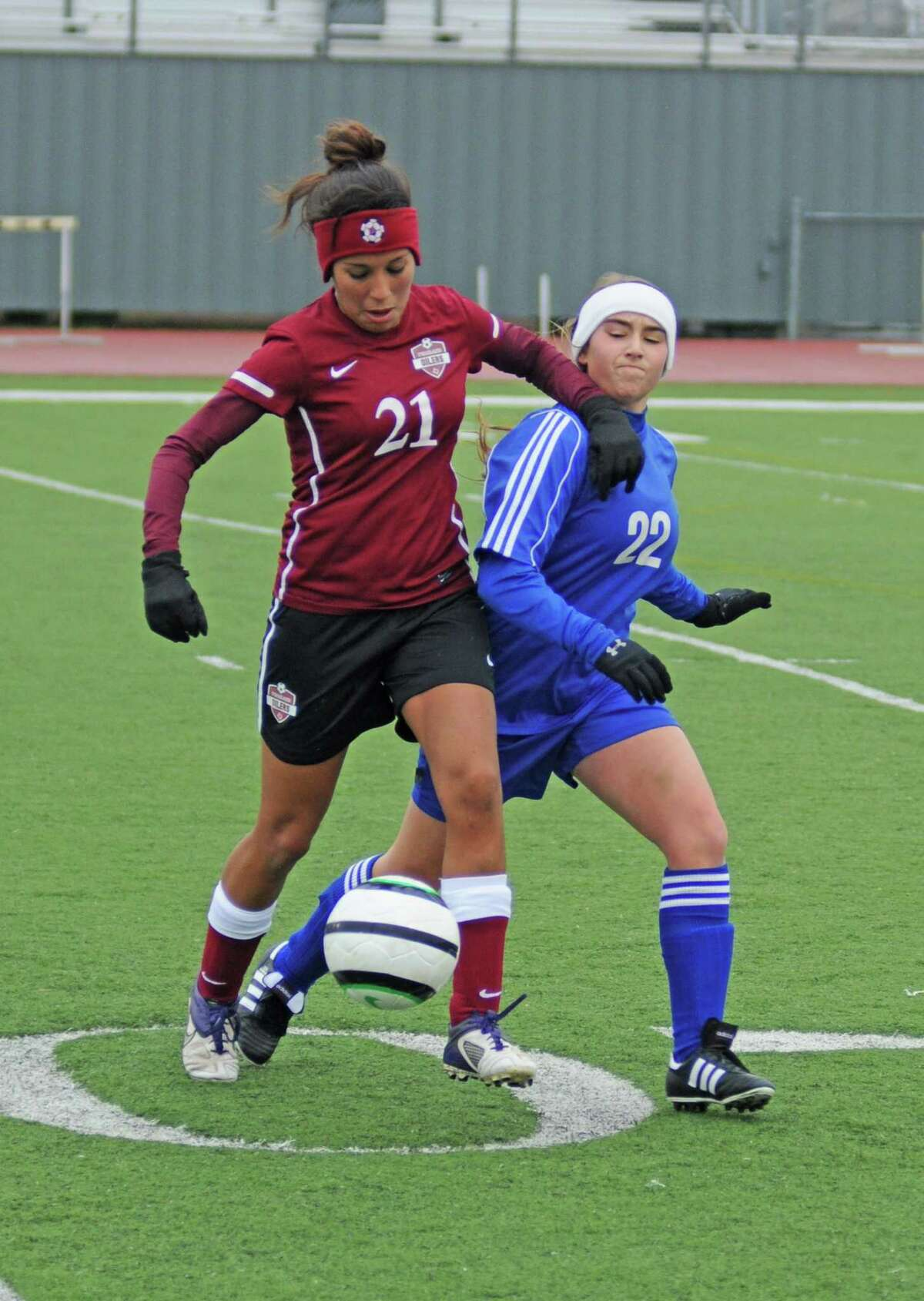 Pearland junior Alexis Hernandez (21) and the Lady Oilers hope to hold off Clements in a 2013 Class 5A Region III girls soccer area playoff on Friday.