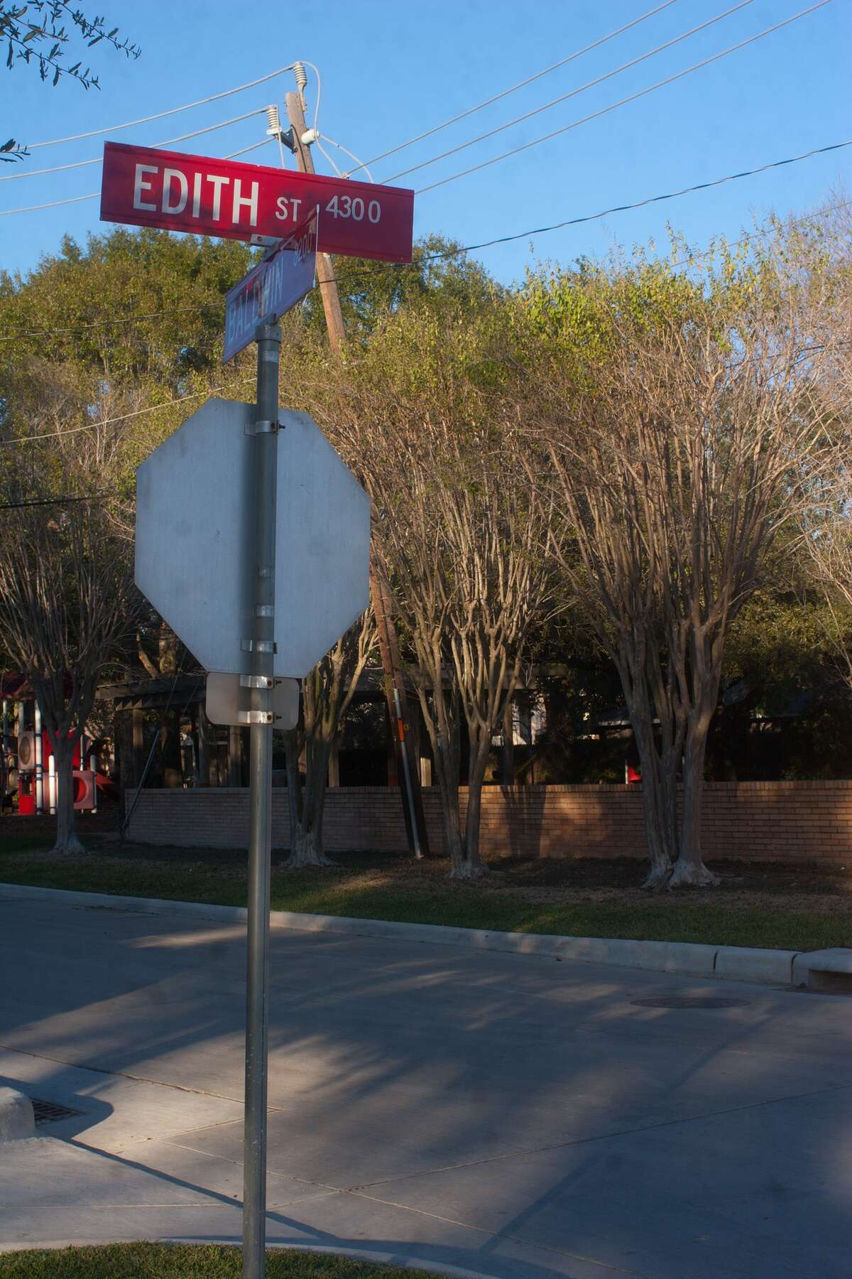 Southeas Bellaire street signs with women's names along Baldwin. Photo by R. Clayton McKee