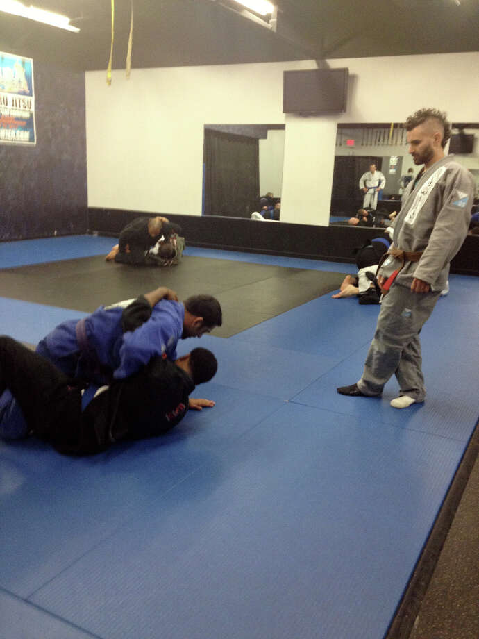 A typical Monday night advanced gi jiu jitsu class