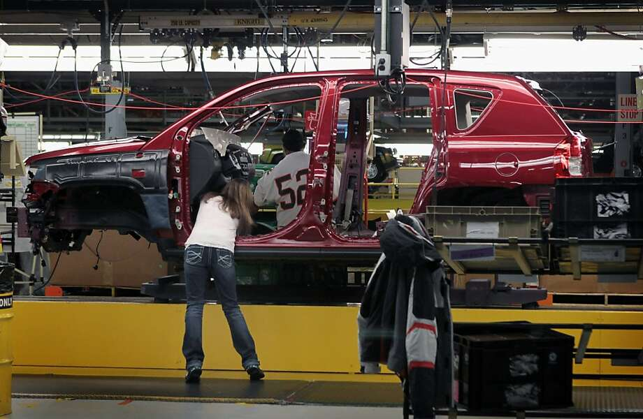A Jeep Compass is built at a Belvidere, Ill., Chrysler plant that also makes the Dodge Dart. Photo: Scott Olson, Getty Images