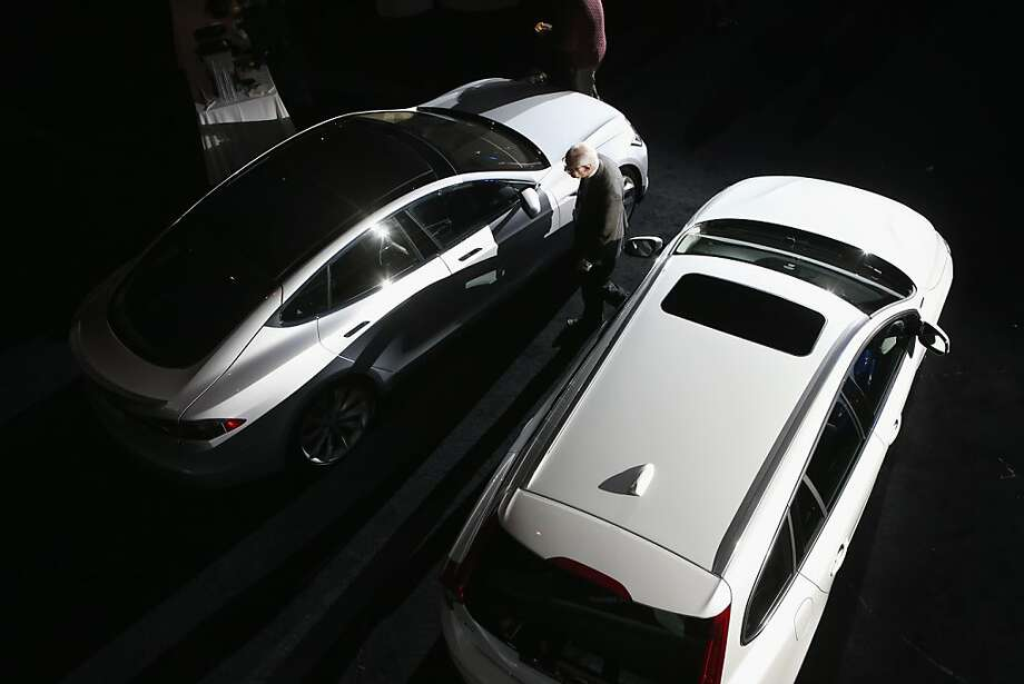 A Tesla Model S (left), is displayed before winning the 2013 World Green Car of the Year at the New York Auto Show on March 28, 2013 in New York City. It was chosen from an original entry list of 21 vehicles from all over the world. Photo: John Moore, Getty Images