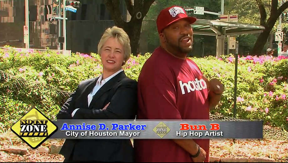 Mayor Annise Parker and rapper Bun B back each other in the city's fight against texting while driving, It Can Wait, Houston.
