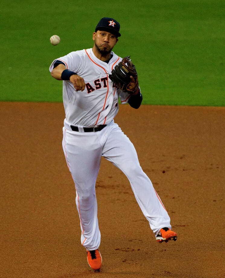Marwin Gonzalez of the Astros fields a hit during the first inning. Photo: Cody Duty / © 2013 Houston Chronicle