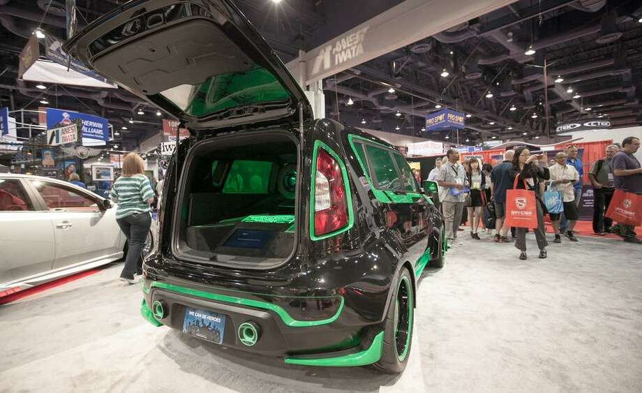 Green Lantern Kia Soul Photo: Car&Driver.com