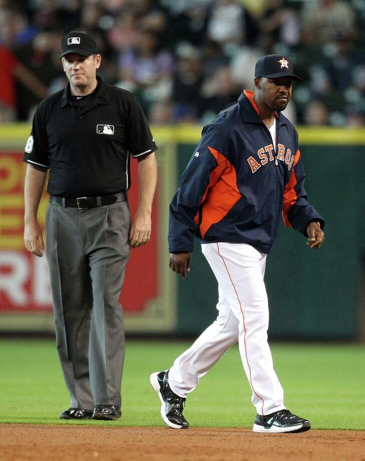 Astros manager Bo Porter argues a ground out called on Astros first baseman Carlos Pena during the third inning. Photo: Karen Warren / © 2013 Houston Chronicle