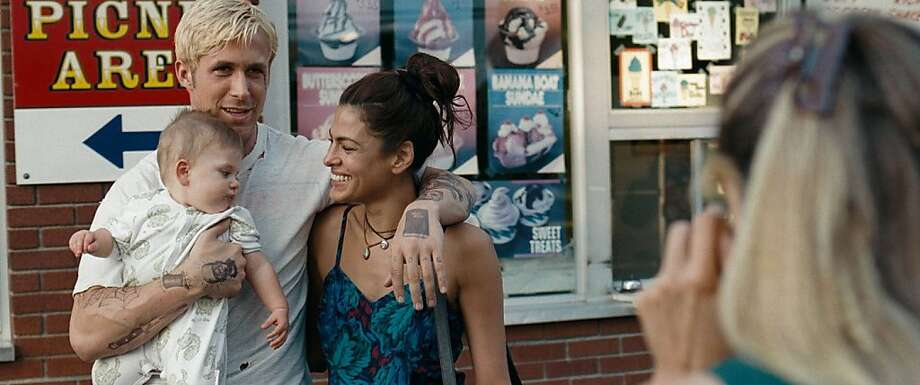 (l to r) Ryan Gosling stars as Luke and Eva Mendes stars as Romina in Derek Cianfrance's sweeping emotional drama, The Place Beyond the Pines, a Focus Features release. Photo: Atsushi Nishijima, Focus Features