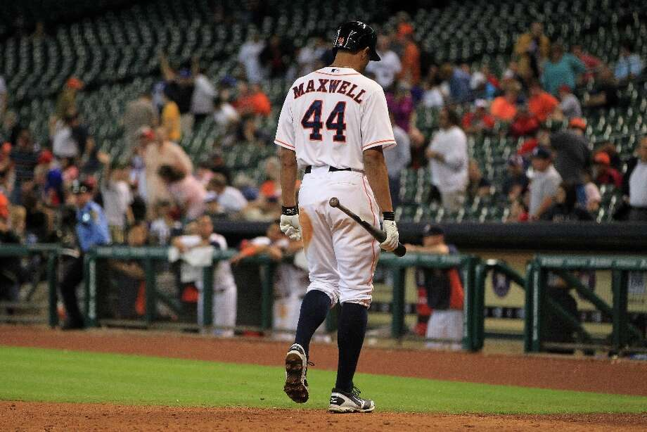 Astros center fielder Justin Maxwell walks back to the dugout after striking out to end the game during the ninth inning. Photo: Karen Warren, Chronicle / © 2013 Houston Chronicle