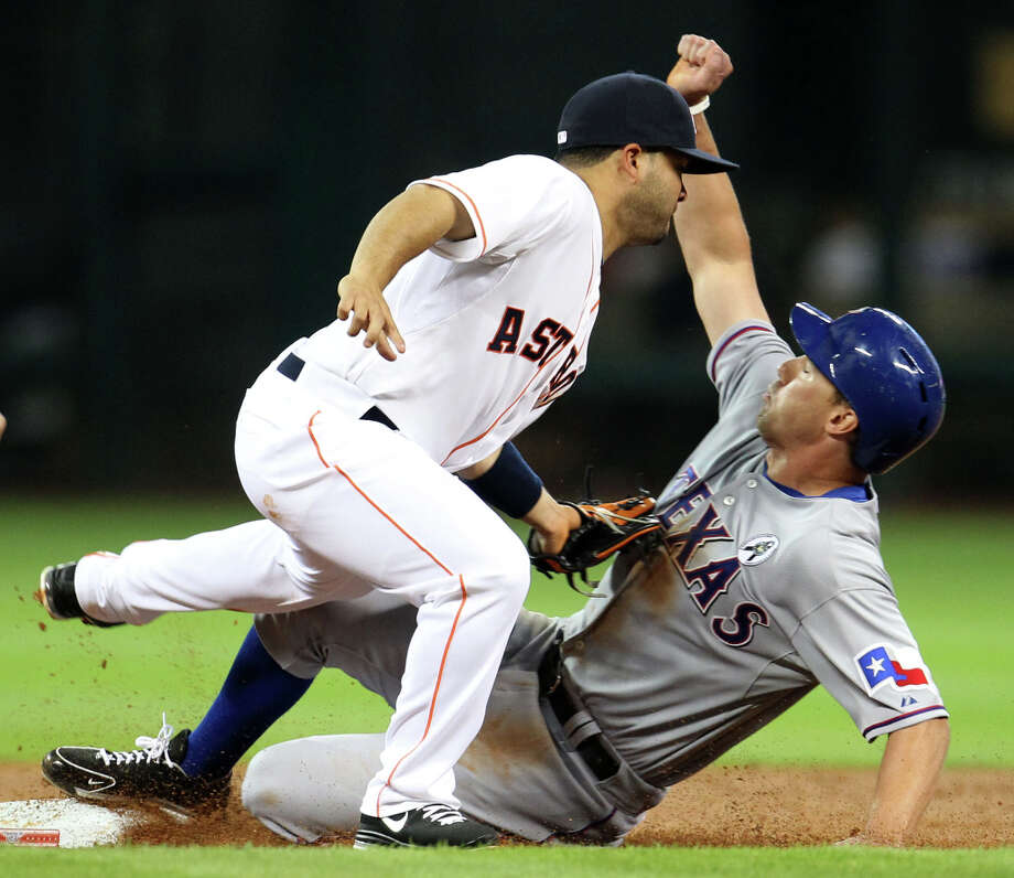 Astros second baseman Jose Altuve tags out Texas Rangers left fielder David Murphy during the second inning. Photo: Karen Warren, Houston Chronicle / © 2013 Houston Chronicle