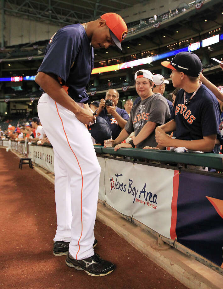 Astros center fielder Justin Maxwell signs autographs during batting practice. Photo: Karen Warren, Houston Chronicle / © 2013 Houston Chronicle