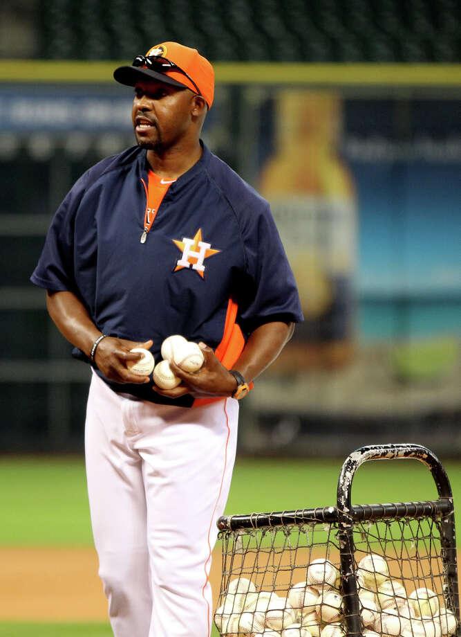 Astros manager Bo Porter throws batting practice. Photo: Karen Warren, Houston Chronicle / © 2013 Houston Chronicle