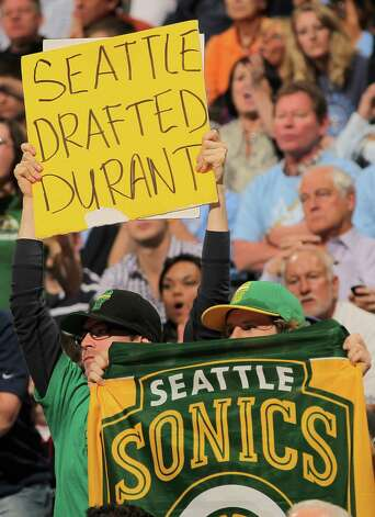 June 12, 2012: Seattle's loss of the Sonics continues to get national attention as the Oklahoma City Thunder open the first game of the NBA Finals.  Photo: Doug Pensinger, Getty Images / 2011 Getty Images