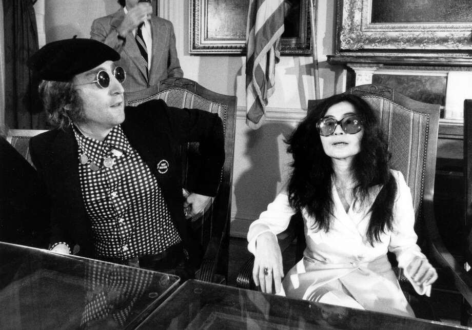 Music, Personalities, pic: 16th August 1972, John Lennon and his wife Yoko at a New York press conference Photo: Popperfoto, Popperfoto/Getty Images / Popperfoto