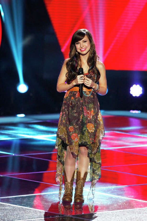 "THE VOICE -- ""Blind Auditions"" Episode 404 -- Pictured: Savannah Berry -- Photo: NBC, Trae Patton/NBC / 2012 NBCUniversal Media, LLC"