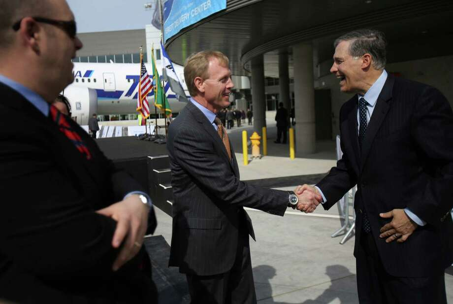 Washington Governor Jay Inslee, right, and Pat Shanahan, vice president and general manager of Airplane Programs for Boeing Commercial Airplanes, shake hands during a ceremony opening Boeing's new Everett Delivery Center. Photo: JOSHUA TRUJILLO / SEATTLEPI.COM
