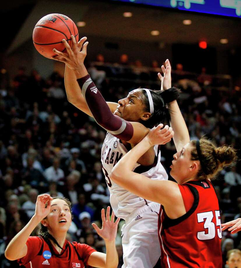 Kelsey Bone averaged 16.6 points and 9.3 rebounds in what turned out to be her last college season. Photo: Tom Fox, MBR / Dallas Morning News
