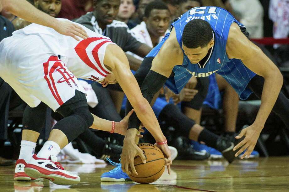 Rockets point guard Jeremy Lin and Orlando Magic forward Tobias Harris fight for a loose ball. Photo: Smiley N. Pool, Houston Chronicle / © 2013  Houston Chronicle