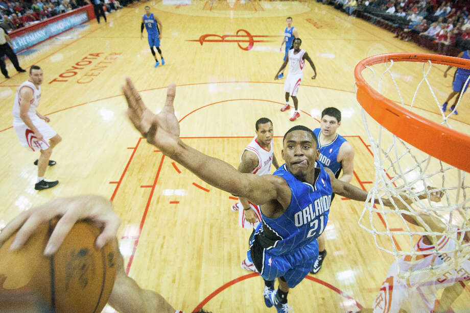 Magic small forward Maurice Harkless reaches for a rebound during the second half. Photo: Smiley N. Pool, Houston Chronicle / © 2013  Houston Chronicle