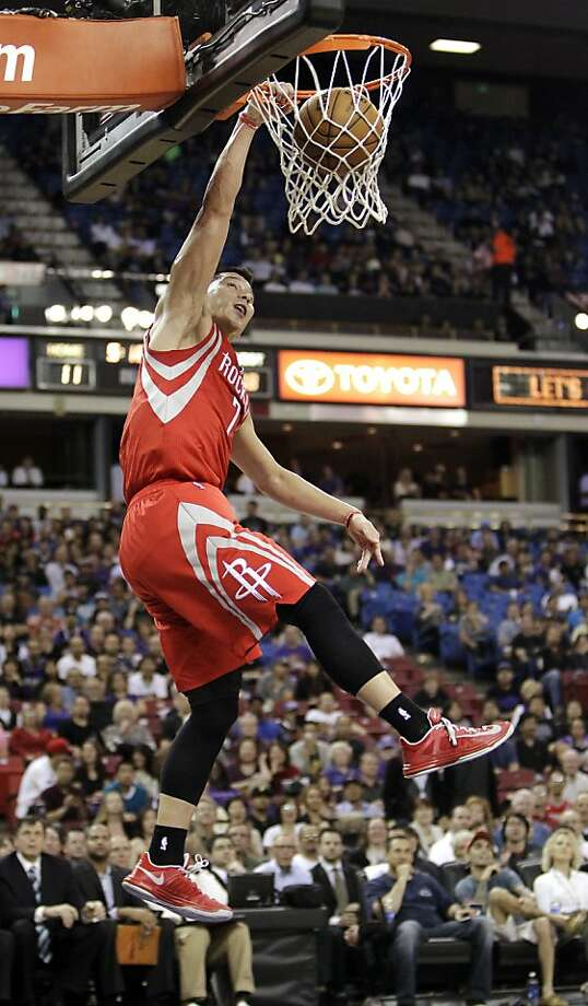 Jeremy Lin dunks for two of his 15 points in the Rockets' victory in Sacramento. Photo: Rich Pedroncelli, Associated Press