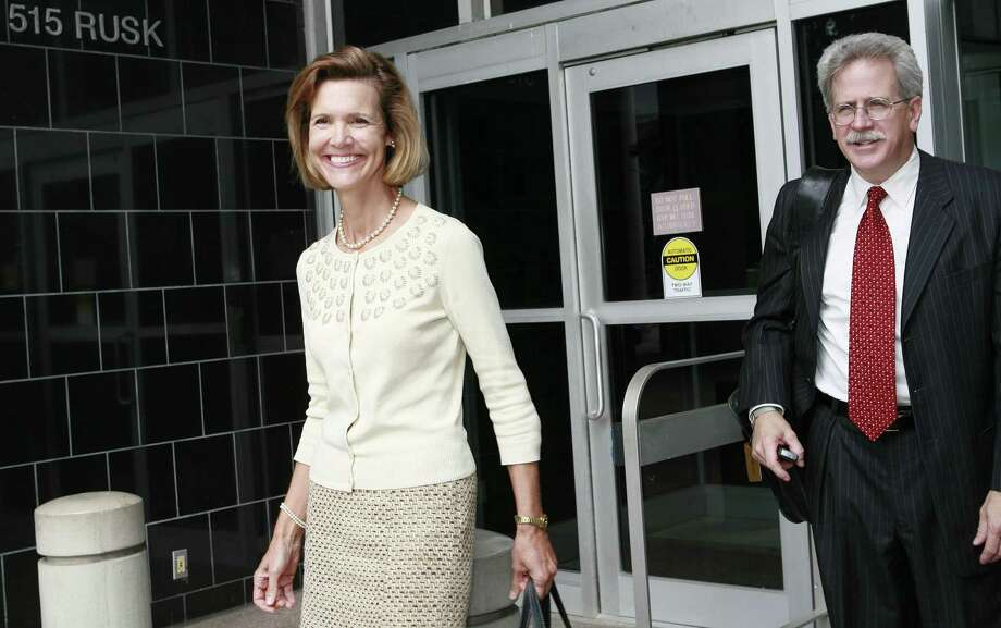 Former Enron investor relations executive Paula Rieker (left) pleaded guilty to insider trading. She served 2 years on probation. Photo: James Nielsen, Houston Chronicle / Houston Chronicle