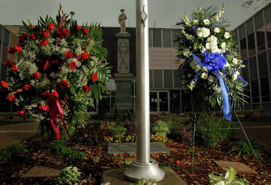Two wreaths are positioned in front of the Kaufman County Law Enforcement Center, on Wednesday, April 3, 2013 in Kaufman, Texas, after the murders of District Attorney Mike McLelland and his wife, Cynthia. (AP Photo/The Dallas Morning News, Michael Ainsworth)  MANDATORY CREDIT; MAGS OUT; TV OUT; INTERNET OUT; AP MEMBERS ONLY Photo: Michael Ainsworth, MBR / The Dallas Morning News