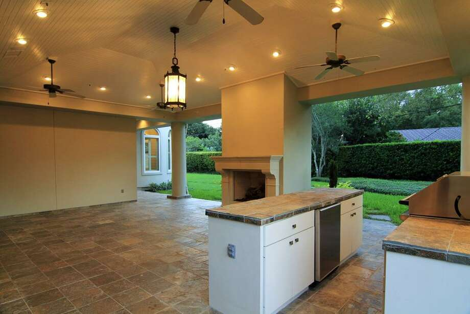 PATIO...from the other direction. Enjoy entertaining at it's finest. Photo: Martha Turner Properties