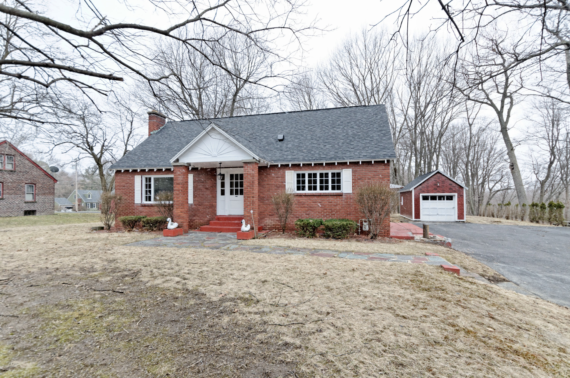 House of the week brick ranch in north greenbush times for Small brick ranch homes