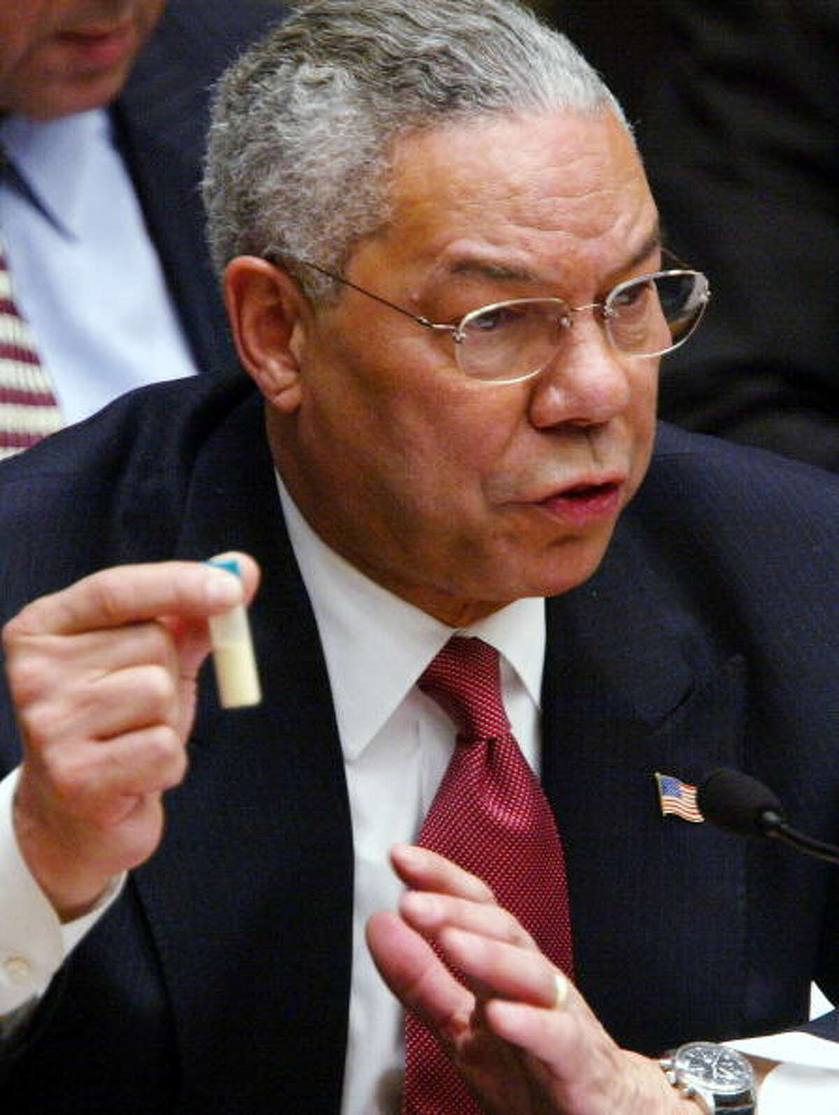 """Ex-Secretary of State Colin Powell, as self-identified Republican who served under three GOP presidents, announces he is voting for Hillary Clinton. Powell has described Donald Trump as """"a national disgrace and an international pariah."""""""