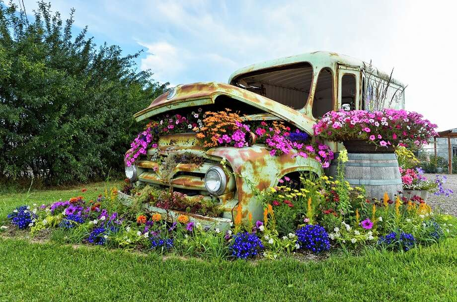 Flower display around old delivery van, Columbia Falls, Montana, United States of America Photo: Michael Wheatley, Getty Images/All Canada Photos / All Canada Photos