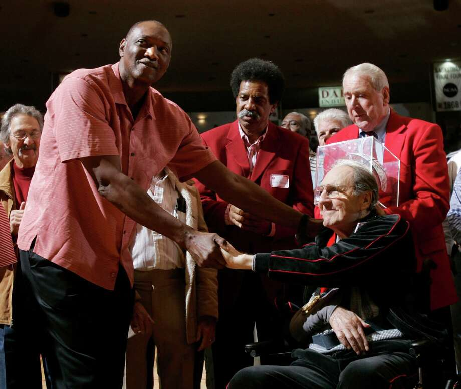 Former Houston and NBA basketball star Elvin Hayes congratulates former Houston coach Guy V. Lewis, 85, during a halftime ceremony Saturday, Jan. 12, 2008, in Houston recognizing Lewis' induction last fall into the College Basketball Hall of Fame. Over 30 seasons Lewis recorded 592 wins and led the Cougars to five NCAA Final Four appearances and 14 NCAA tournaments. Photo: Brett Coomer, Houston Chronicle / Houston Chronicle