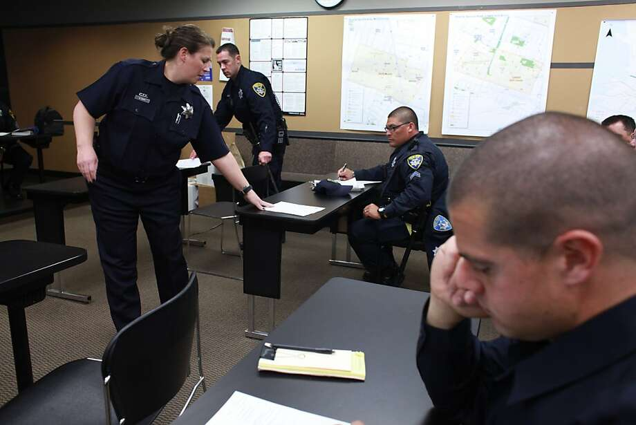 Officer Doria Neff talks to other Oakland officers about mental illness. The goal is to handle the many 911 calls about mental issues more effectively, especially with referrals to services. Photo: Sam Wolson, Special To The Chronicle