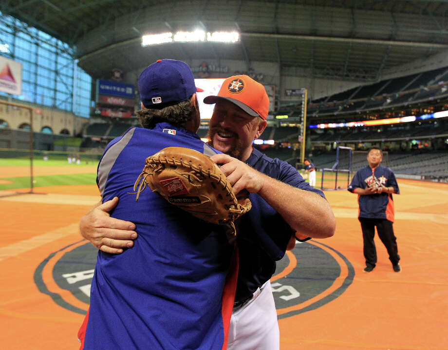 Astros coach Jeff Murphy hugs Ranger Lance Berkman during batting practice. Photo: Karen Warren, Houston Chronicle / © 2013 Houston Chronicle