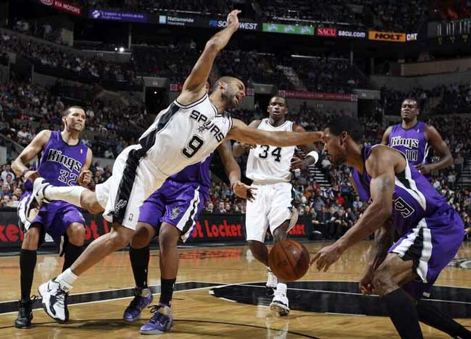 FOR SPORTS - Spurs' Tony Parker loses control of the ball between Kings defenders during first half action Friday March 11, 2011 at the AT&T Center.  (PHOTO BY EDWARD A. ORNELAS/eaornelas@express-news.net) Photo: EDWARD A. ORNELAS, SAN ANTONIO EXPRESS-NEWS / SAN ANTONIO EXPRESS-NEWS NFS